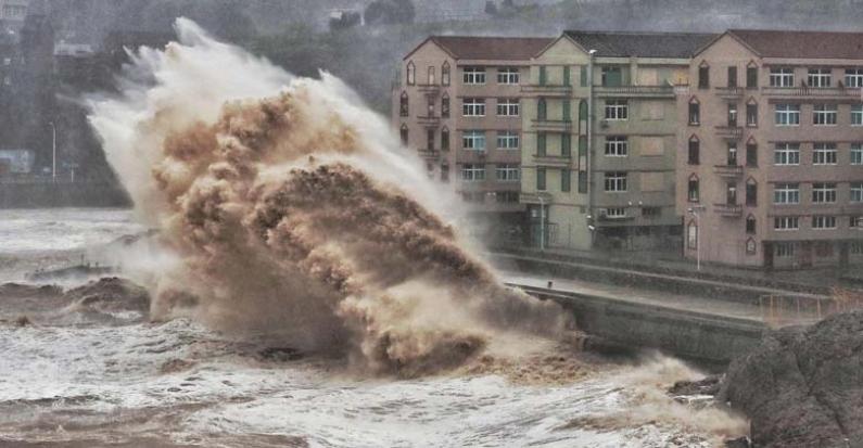 China: El tifón Lekima toca tierra y deja al menos 18 muertos y un millón de evacuados