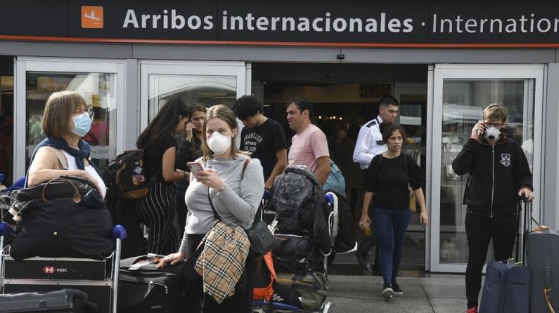 """El gobierno frenó el ingreso de todos los argentinos varados en el exterior: """"Van a tener que esperar un poco"""""""