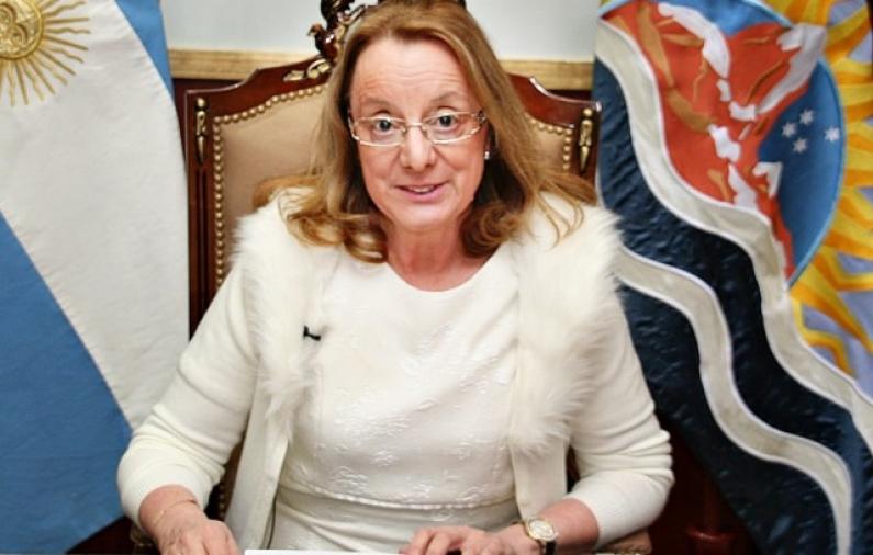 """Santa Cruz: Ante la falta de pago de haberes Alicia Kirchner pidió """"paciencia"""""""