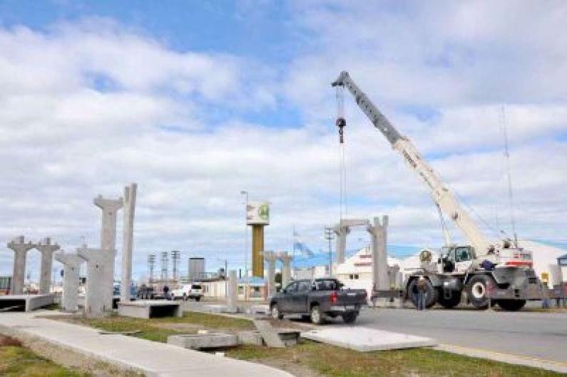 Tierra del Fuego: Comenzó en Río Grande el montaje de nuevo puente peatonal elevado