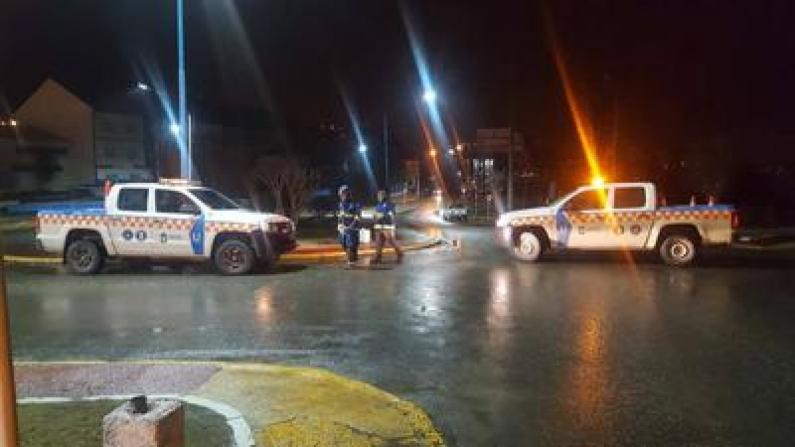 Tierra del Fuego: Defensa civil del municipio de Ushuaia acudió a varias emergencias por el temporal de viento