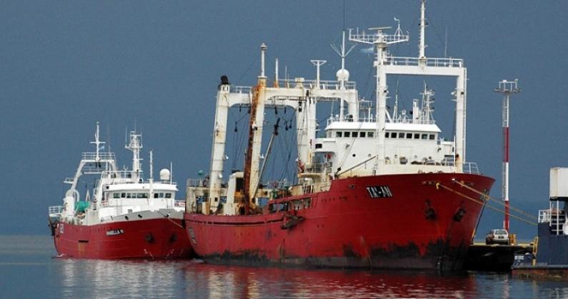 Tierra del Fuego: Empresas pesqueras donan pasajes de avión y test para COVID - 19
