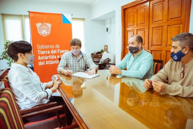 Tierra del Fuego: El gobernador firmó  acta acuerdo con el gobierno nacional para construir cuatro centros de desarrollo infantil