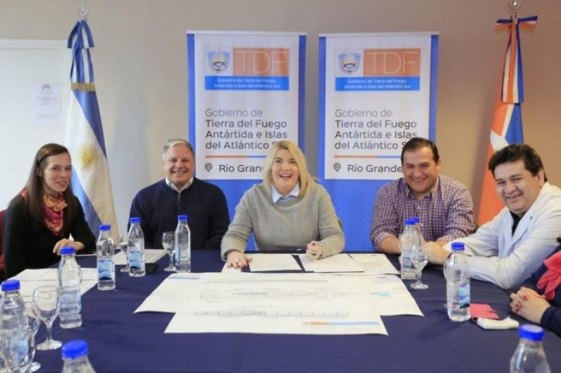 Tierra del Fuego: La gobernadora encabezó la firma de tres contratos de obra para establecimientos educativos