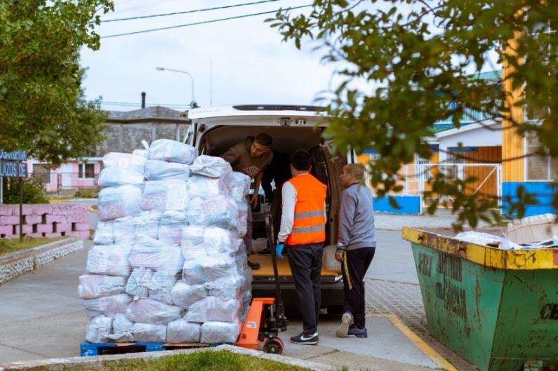 Tierra del Fuego: Gobierno entrega a domicilio mercadería para familias vulnerables