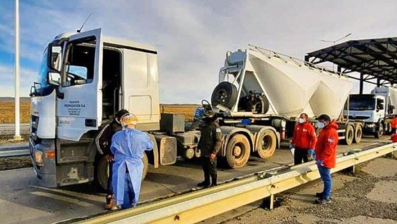 Tierra del Fuego: Gobierno realiza hisopados a los camioneros que estuvieron varados en Chile