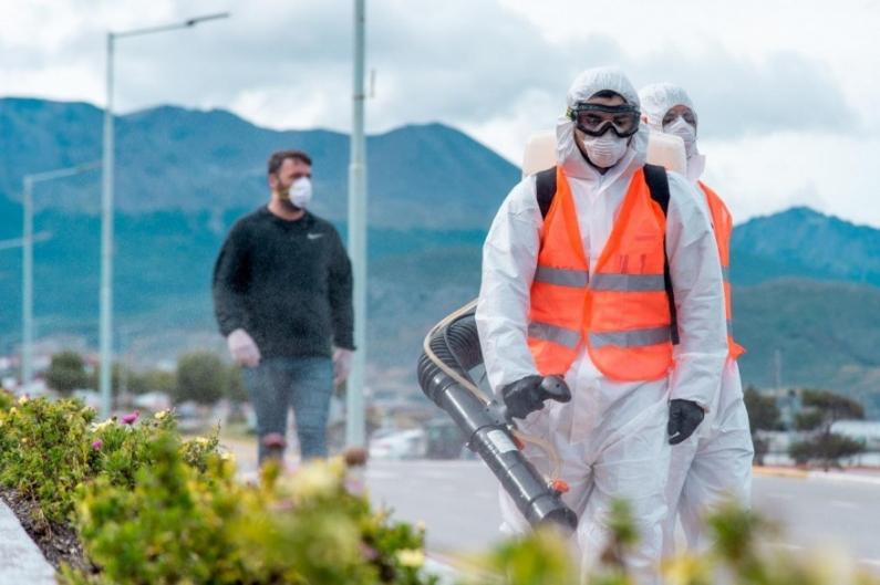 Tierra del Fuego: La municipalidad de Ushuaia realiza una desinfección masiva de sectores con alto tránsito