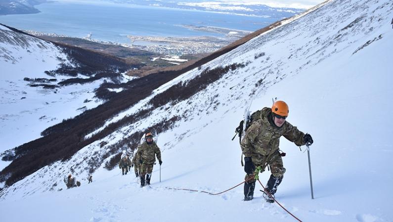 Tierra del Fuego: Personal del BIM N°5 se adiestró en hielo y nieve en el glaciar Martial