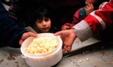 En Argentina uno de cada tres chicos se alimenta en comedores escolares o comunitarios