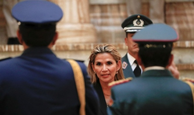 Bolivia: Jeanine Áñez designa al nuevo comandante en jefe de las fuerzas armadas