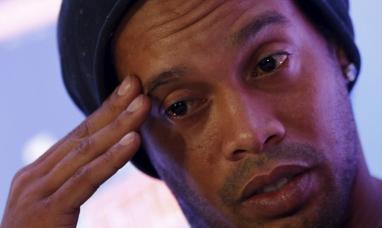 Brasil: Ronaldinho tiene en sus cuentas bancarias menos de siete dólares