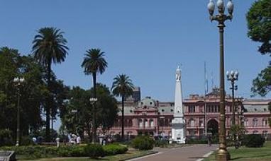 Buenos Aires: La justicia declaró ilegal la colocación de rejas en plaza de mayo