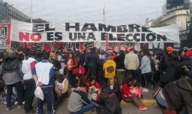 """Buenos Aires: Movimientos sociales realizaron un """"Polentazo"""" en el centro porteño"""