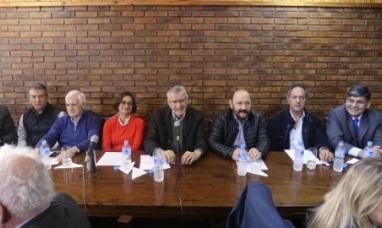 Buenos Aires: A pesar de las denuncias por corrupción, el partido justicialista dio un contundente respaldo a la ex presidenta Cristina Fernández viuda de Kirchner