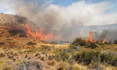 Chubut: Incendio en Trevelin ya consumió más de 5.300 hectáreas