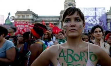 Comienzan a concentrarse frente al congreso para reclamar por el aborto legal