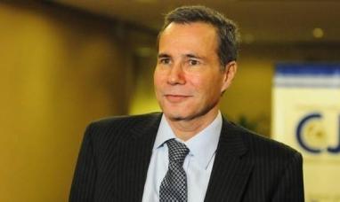 Con la presencia de funcionarios, miles de personas prendieron velas por Nisman