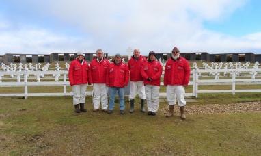 Confirmaron el hallazgo de restos de al menos cinco soldados en la tumba C.1.10. del cementerio Darwin en Malvinas