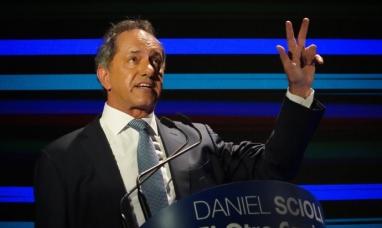 Daniel Scioli se lanzó otra vez a la carrera presidencial