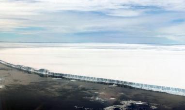 Un gigantesco iceberg que se desprendió de la Antártida en 2017 va camino al atlántico sur