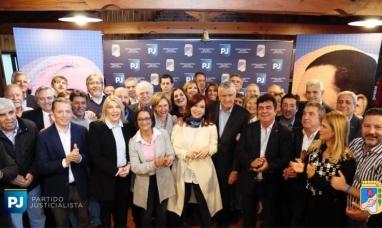 Bs. As.: La gobernadora de Tierra del Fuego participó de la cumbre del partido justicialista encabezada por Cristina Fernández viuda de Kirchner