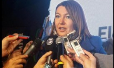 La gobernadora de Tierra del Fuego y el resto de gobernadores firmaron con nación la devolución del 15% de coparticipación