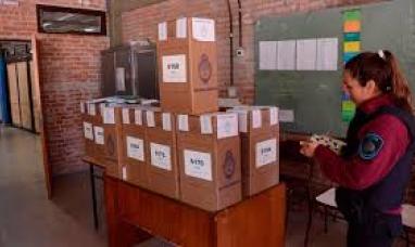 Gobierno habilitó a policías y militares a votar en las mesas que custodian