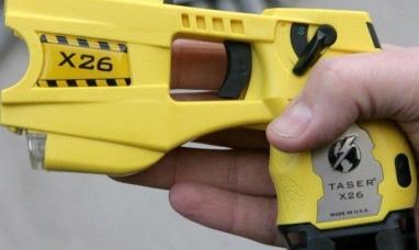 """El gobierno nacional habilitó el uso de las pistolas """"Taser"""" no letales"""