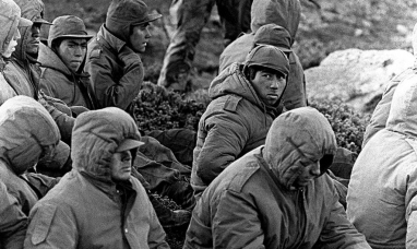 Los abogados de militares acusados por torturas en Malvinas denuncian a los soldados y al fiscal