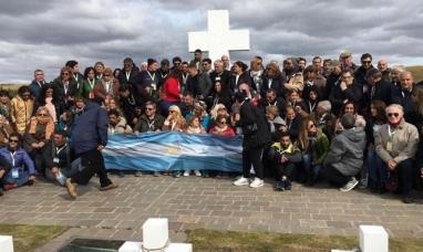 Malvinas: La bandera Argentina volvió a flamear en las islas