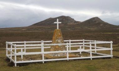 Malvinas: Hay más tumbas de soldados sin identificar en Darwin y en la isla Borbón