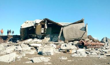 Marea extraordinaria arrasó con una vivienda