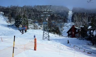 La nieve se acumula en los centros de esquí de Bariloche y El Bolsón