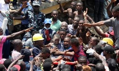Nigeria: Más de 100 niños sepultados por los escombros al colapsar una escuela