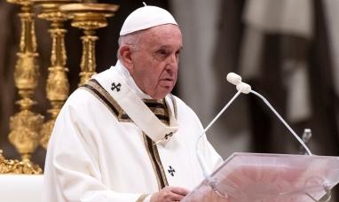 El Papa pide pensar en un salario universal