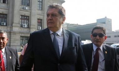 Perú: Fallece el ex presidente Alan García tras dispararse un tiro cuando iba a ser detenido por la policía