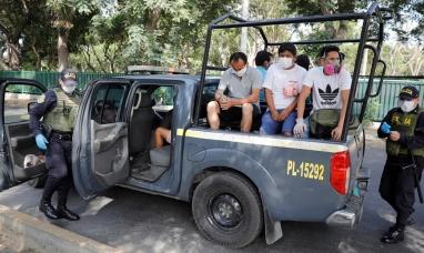 "Perú: Polémica ley que exime de responsabilidad penal al policía o militar que ""hiera o mate"" durante la cuarentena"