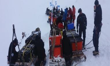 Rescatan a 13 científicos checos varados en la Antártida