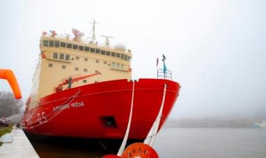El rompehielos, ya se encuentra en los astilleros Tandanor, donde se le realizarán una serie de trabajos de mantenimiento para afrontar sus próximos viajes al continente blanco.