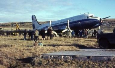 """""""Rumbo Uno-Cero-Cinco, nos vamos a Malvinas"""": Se cumplen 53 años del Operativo Cóndor"""