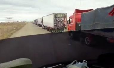 Santa Cruz: Más de 100 camiones en espera de ingresar a la isla son demorados en la aduana de Río Gallegos