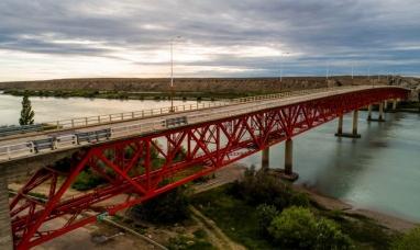 Santa Cruz: Corte total de circulación en el puente sobre el río que lleva el nombre de la provincia