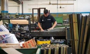 Según datos del INDEC la mitad de la industria está paralizada