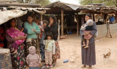 Sin acceso al agua, alimentos ni hospitales: Los olvidados en la pandemia