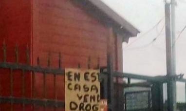 """Tierra del Fuego: Y ahora…? Vecinos colocaron un cartel con la leyenda """"en esta casa venden drogas"""""""