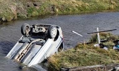 Tierra del Fuego: Un automóvil volcó y cayó a un arroyo