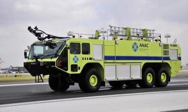 Tierra del Fuego: Autoridades provinciales recibieron la nueva autobomba para el aeropuerto de Río Grande