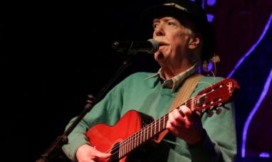 Tierra del Fuego: El cantautor Walter Buscemi recibió merecido homenaje por su trayectoria