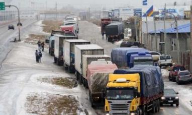 Tierra del Fuego: Más de cien camiones que vienen a la provincia están varados en Río Gallegos
