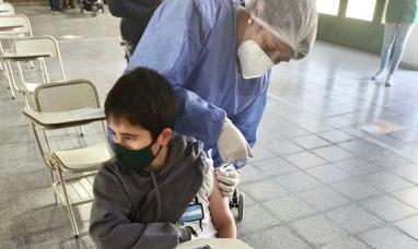 Tierra del Fuego: Comenzó la vacunación a adolescentes de entre 12 y 17 años con factores de riesgo